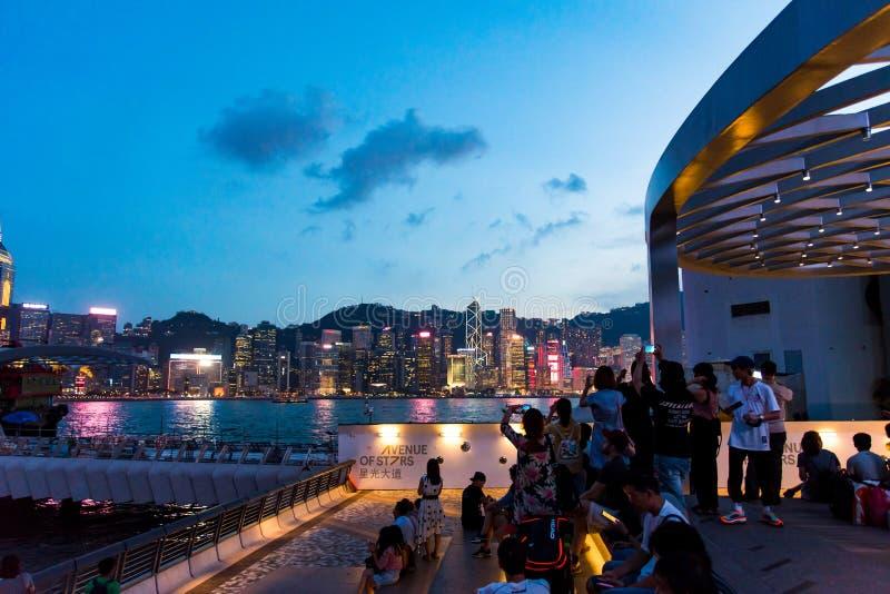 HongHong Kong - 7-ое августа 2018: Туристы наслаждаясь взглядом Ho стоковое фото rf