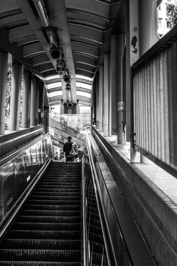 HONGKONG, CHINA/ASIA - LUTY 27: Eskalator w Hongkong na Fe obrazy stock