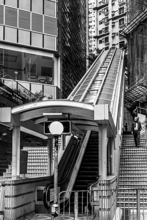 HONGKONG, CHINA/ASIA - LUTY 27: Eskalator w Hongkong na Fe zdjęcia stock