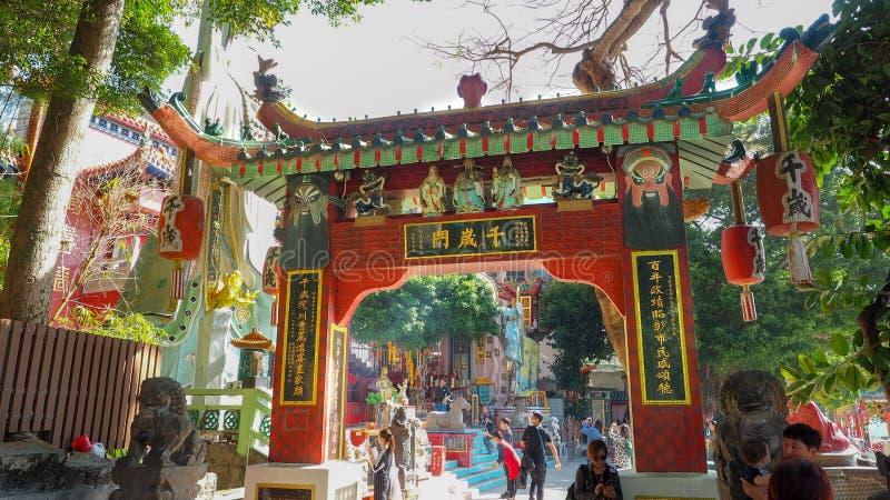 HONGKONG - 10,2016 DEC: Kwun Yam Shrine in Gelegen op het zuidoostelijke eind van Repulse Baai is een gezellig ouderwetse Taoist  stock foto