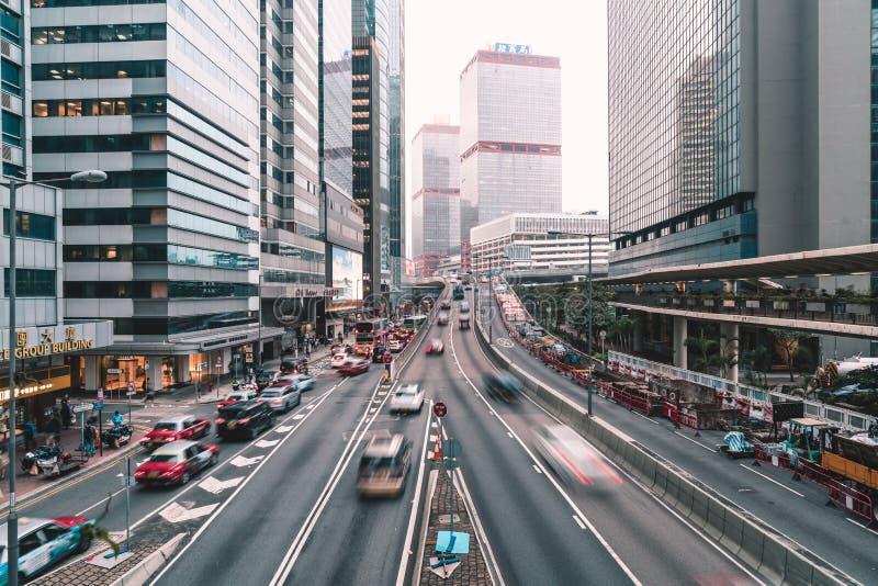 HONGKONG - FEBRUARI 21 2019: Sikt av trafiker med kontoret & kommersiella byggnader i Hong Kong royaltyfri fotografi