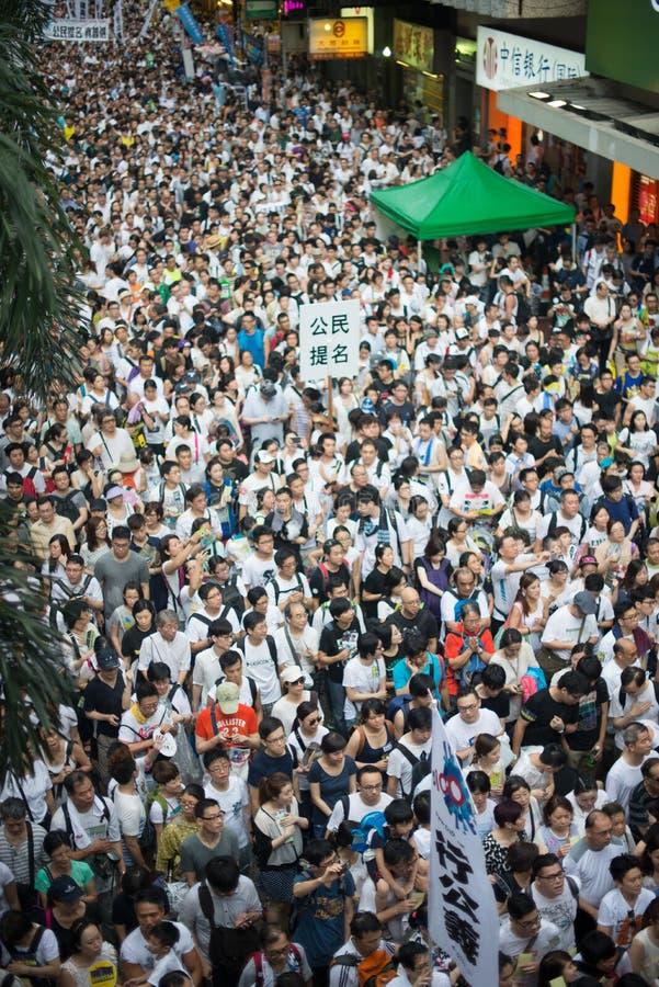 HONGKONG JULI 1: Folket protesterar på gatan i Hong Kong på 1 royaltyfria foton