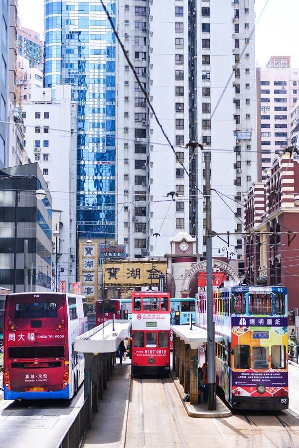 HONGKONG - JUNI 08: Kollektivtrafik på gatan royaltyfri fotografi