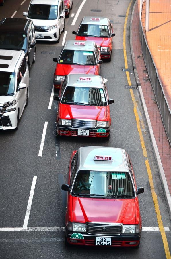 HONGKONG KINA - MARS 13 2018: Linje av taxi i upptagna Hong Kong royaltyfri bild