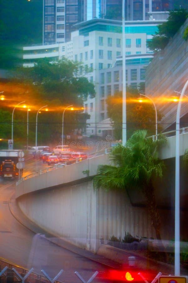 HONGKONG - September 4, 2017: Gataplats i Hong Kong i regn royaltyfria bilder