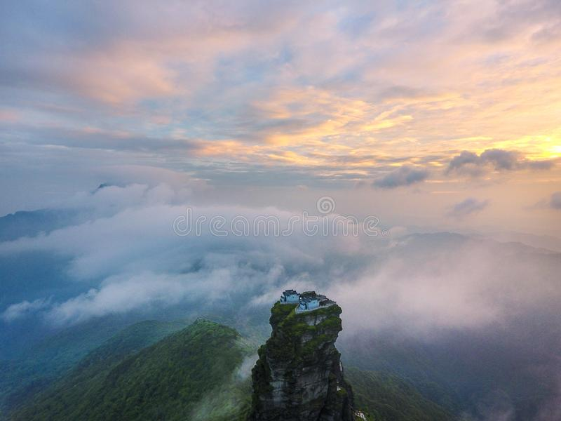 Hongyun-Hügeltempel bei Sonnenuntergang stockbild