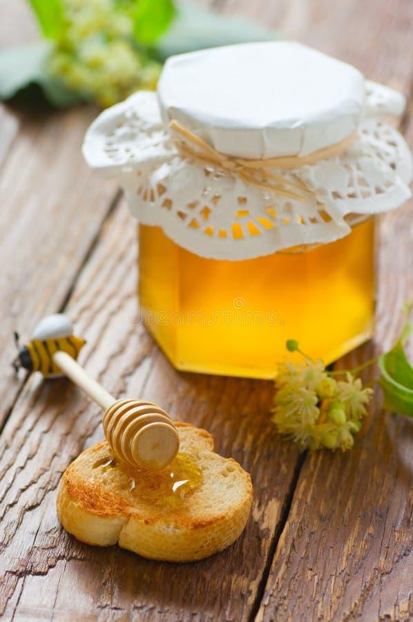 Honig auf Toast stockbild