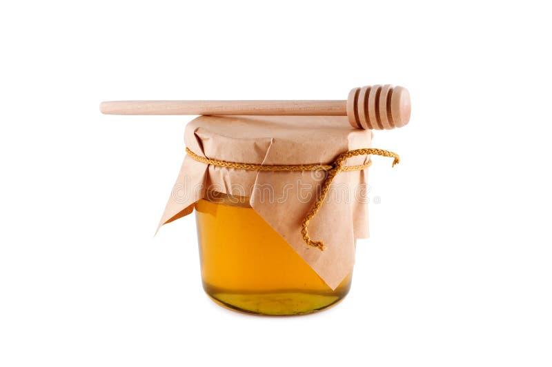 Honig im hölzernen Löffel des Glases getrennt. lizenzfreie stockfotos