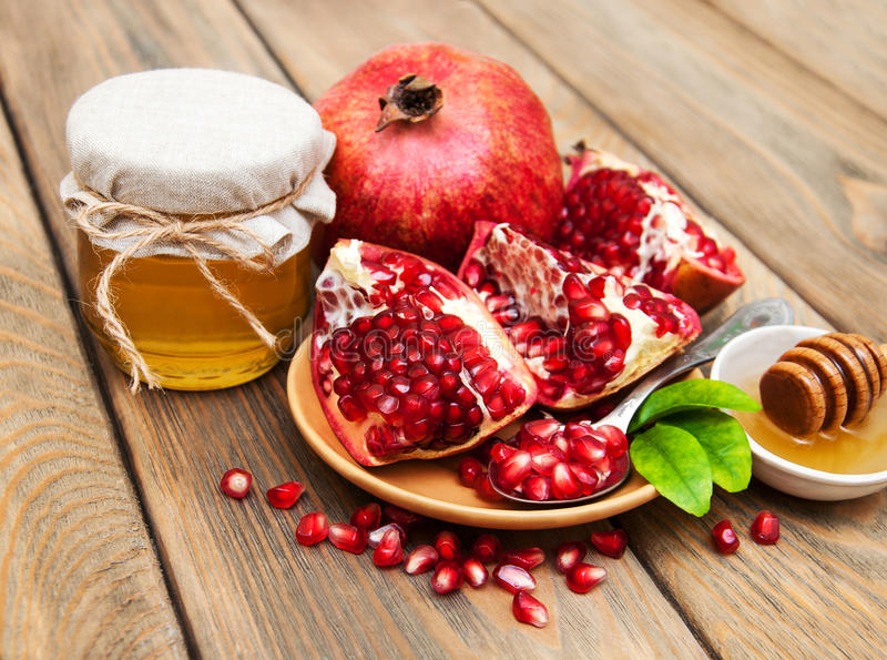 Honig mit Granatapfel stockfotos