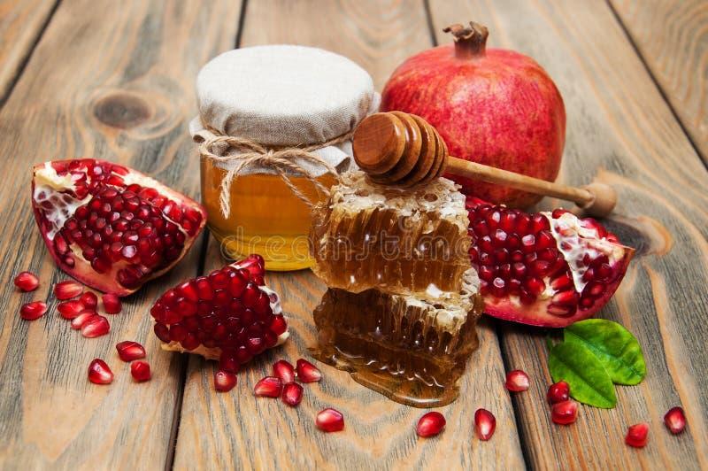 Honig mit Granatapfel lizenzfreies stockbild