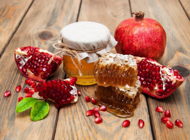 Honig mit Granatapfel stockfotografie