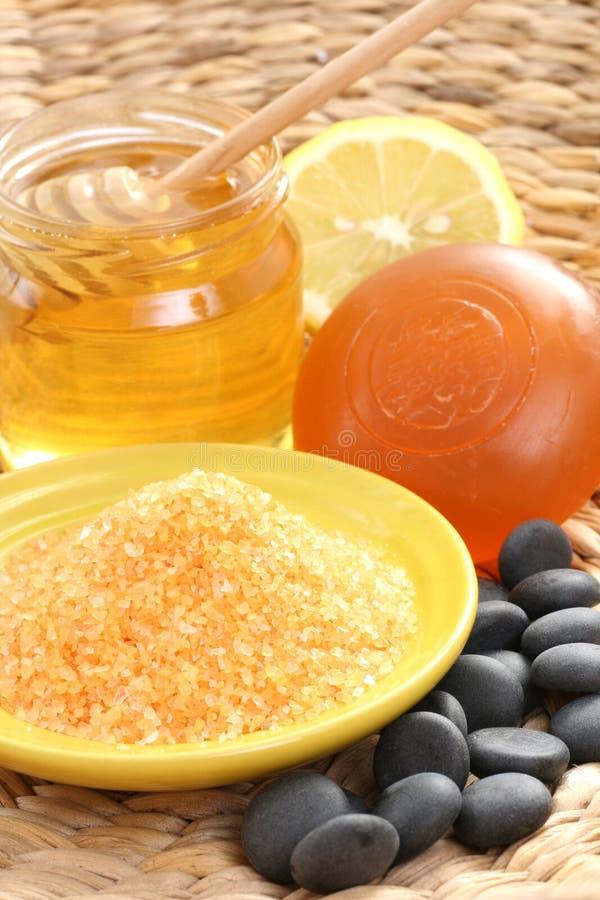 Honig- und Zitronebad stockbilder
