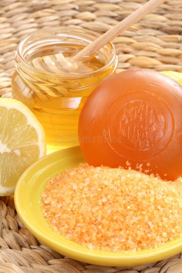 Honig- und Zitronebad stockfotografie