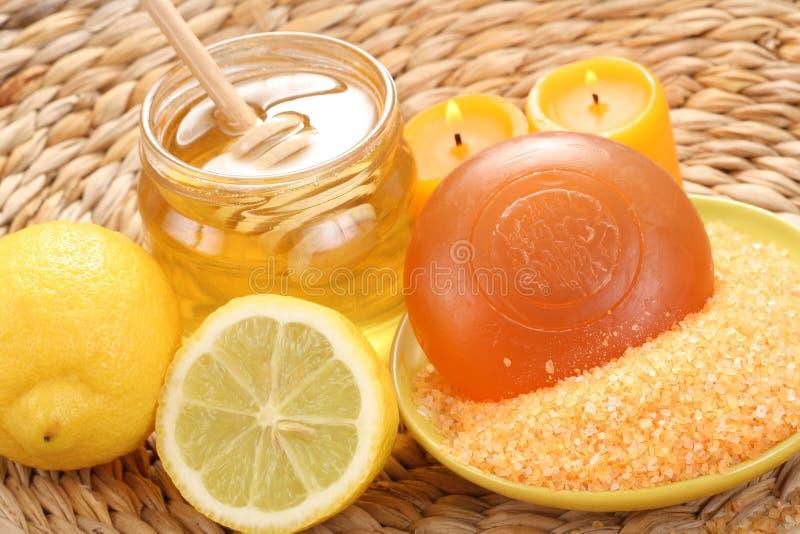 Honig- und Zitronebad lizenzfreie stockbilder