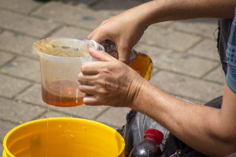 Honing in een fles wordt ingepakt die royalty-vrije stock foto