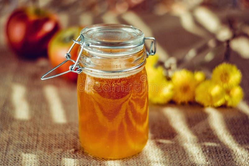 Honing in mooie Bank Het stilleven van de zomer royalty-vrije stock foto