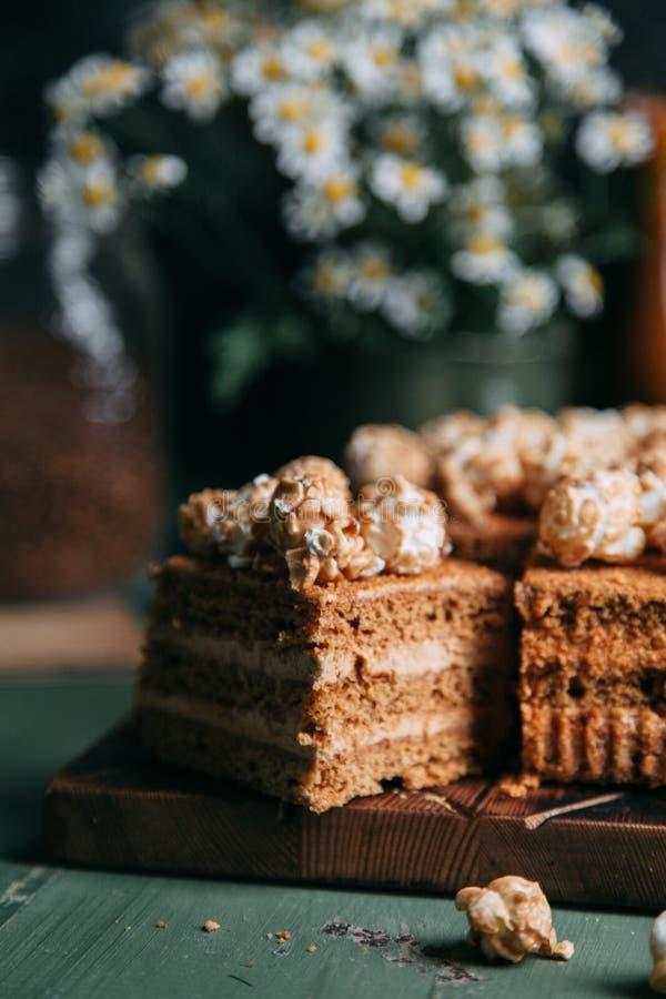 Honing op een houten raad royalty-vrije stock foto's