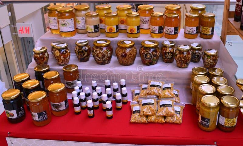 Honingsproducten op vertoning voor verkoop stock fotografie