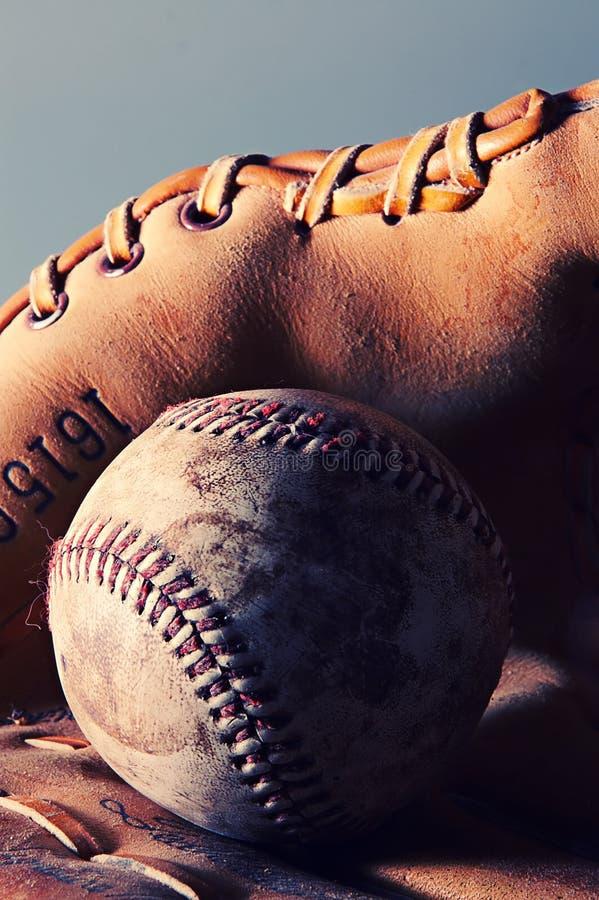 Honkbal en handschoen stock afbeelding
