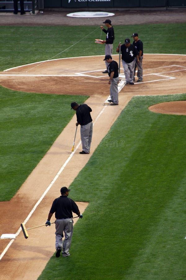 Honkbal MLB - de Bemanning die van Gronden aan infield werkt royalty-vrije stock fotografie