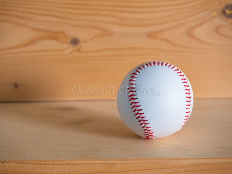 Honkbal op de houten vloer royalty-vrije stock afbeelding