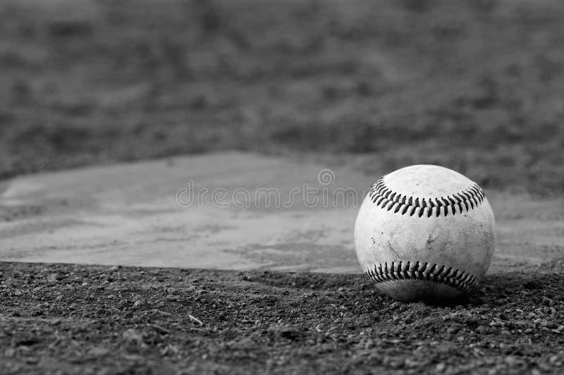 Honkbal op gebied stock foto's