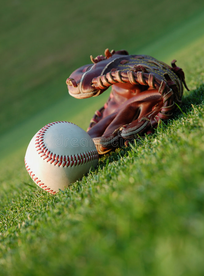 Honkbal op het gebied stock afbeeldingen