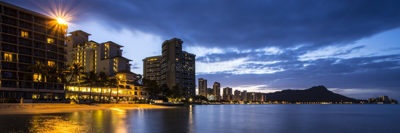 Honolulu bij Nacht royalty-vrije stock foto's