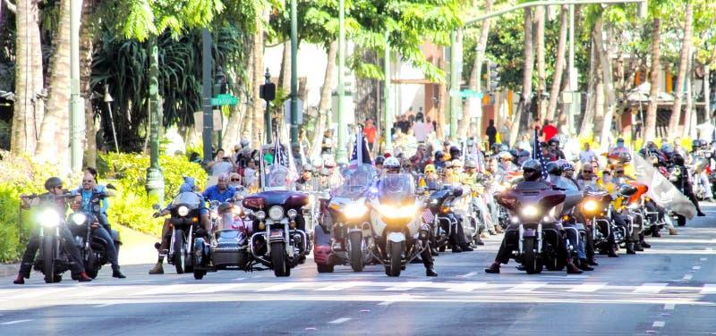 Honolulu Hawaii, USA - Maj 30, 2016: Waikiki Memorial Day ståtar arkivfoton