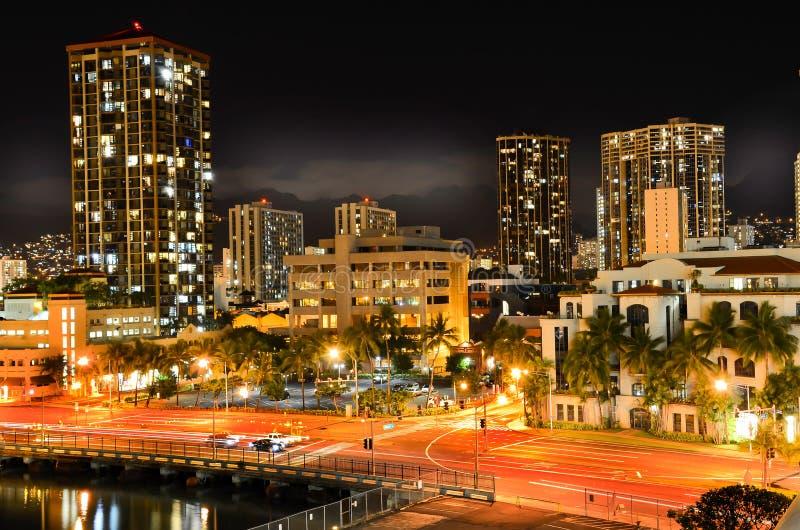 Honolulu na noite imagens de stock royalty free