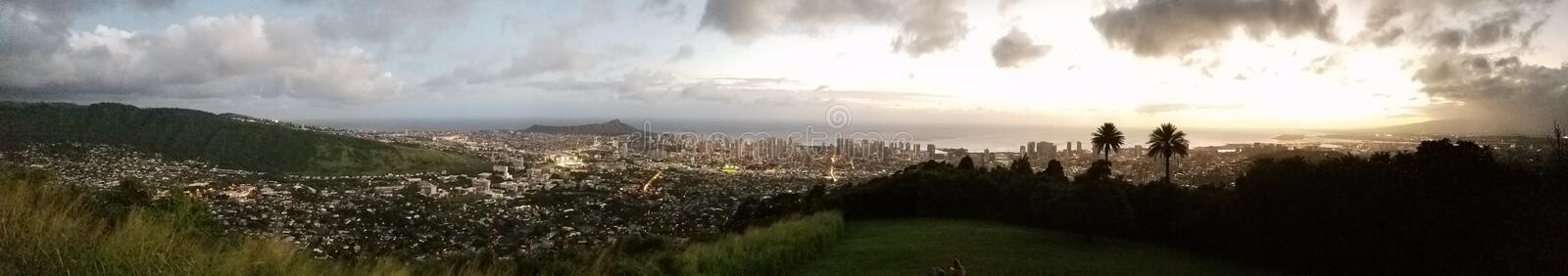 Honolulu - panorama do por do sol fotografia de stock royalty free