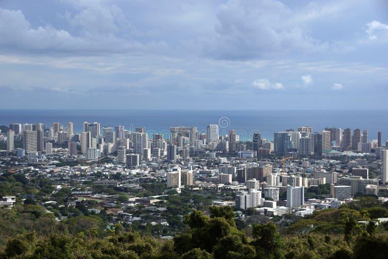 Honolulu pejzaż miejski, drogi, budynki, drapacze chmur, żurawie, parki obrazy stock