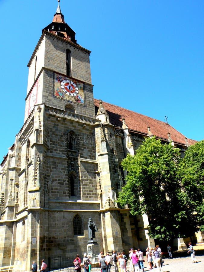 Honterus雕象在黑人教会前面的在布拉索夫(Kronstadt), Transilvania,罗马尼亚 库存照片