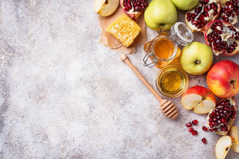 Honung, äpple och granatäpple för Rosh Hashana fotografering för bildbyråer