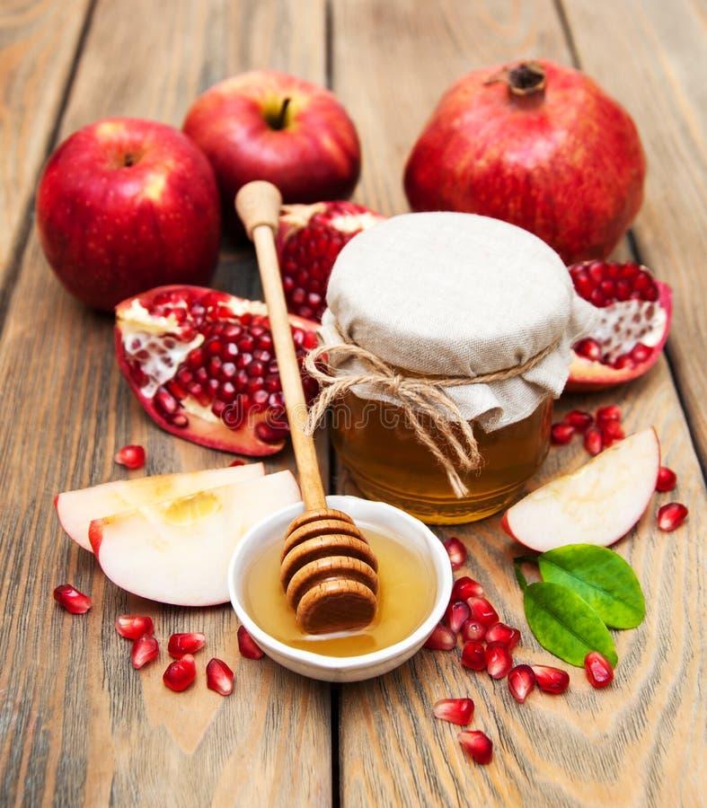 Honung med granatäpplet och äpplen royaltyfria foton