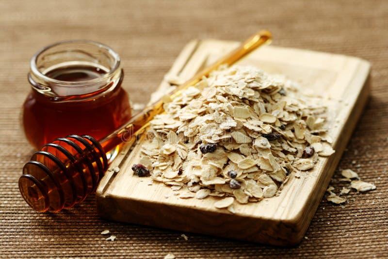 honungoatmeal arkivbild