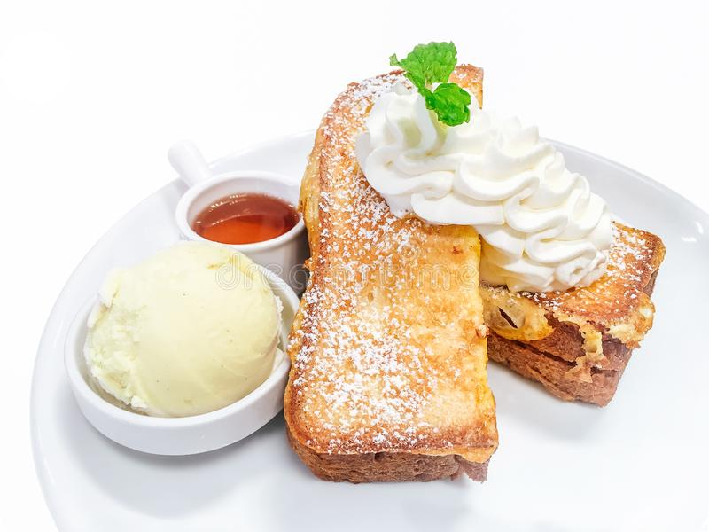 Honungrostat bröd, vaniljglass med honung och piskad kräm arkivbilder
