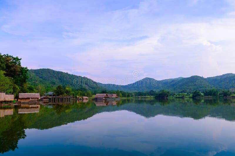 Hoob Khao Wong Reservoir, Danchang, Suphanburi, Tailândia, imagem de stock