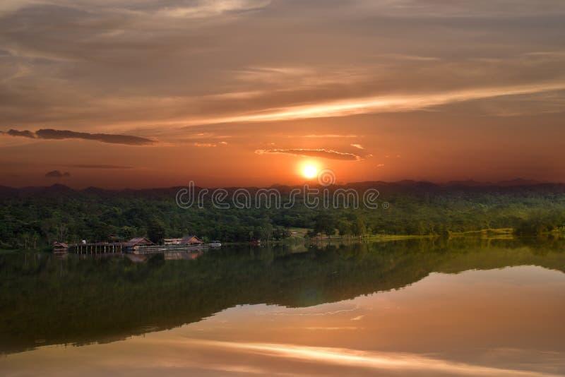 Hoob Khao Wong Reservoir, Danchang, Suphanburi, Tailândia, foto de stock royalty free
