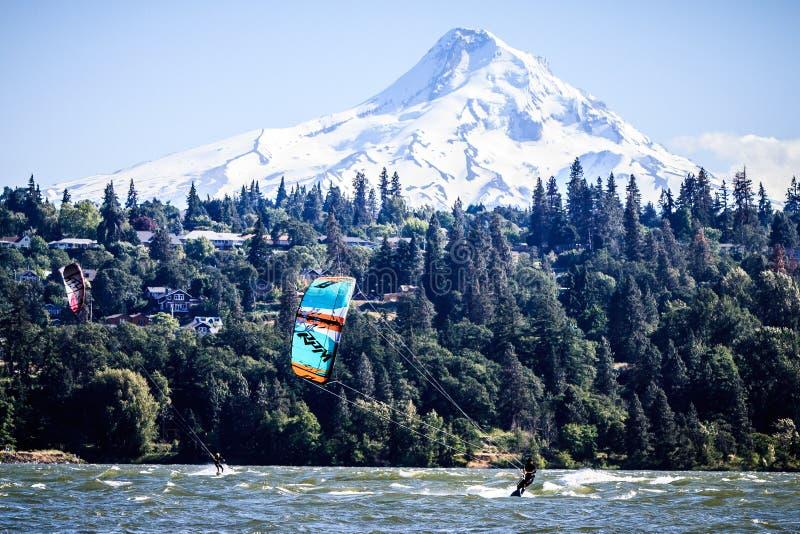Hood河,俄勒冈- Mt敞篷和风帆冲浪者 库存图片