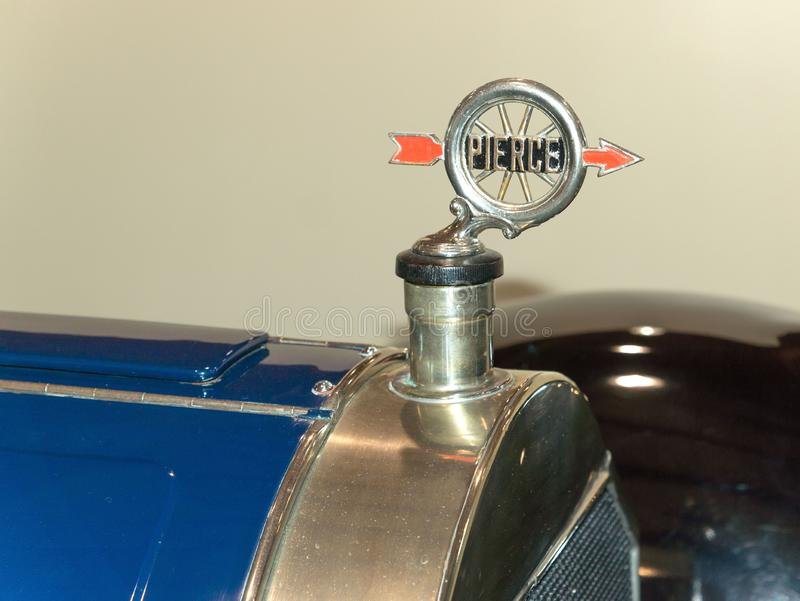 Hood ornament of a 1916 Pierce Arrow stock image