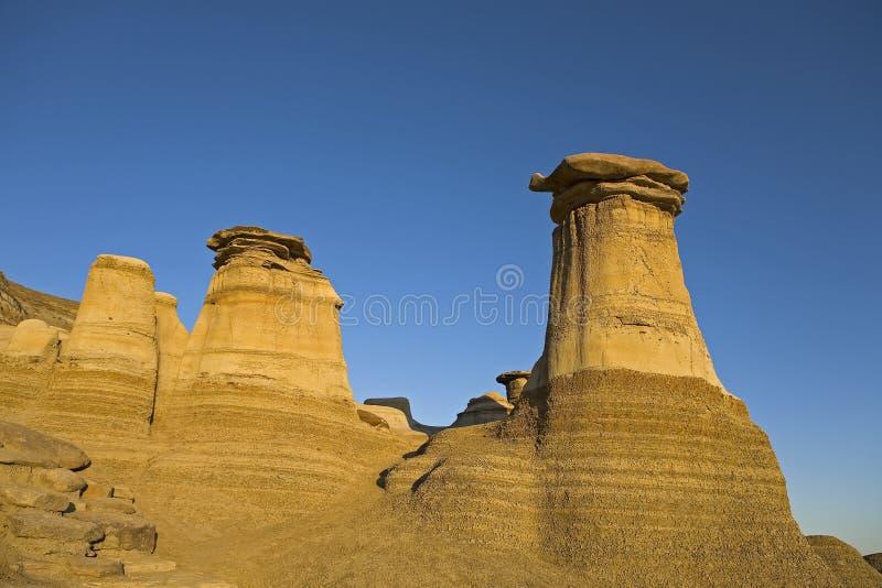 Hoodoos mit Hintergrund des blauen Himmels stockfotografie