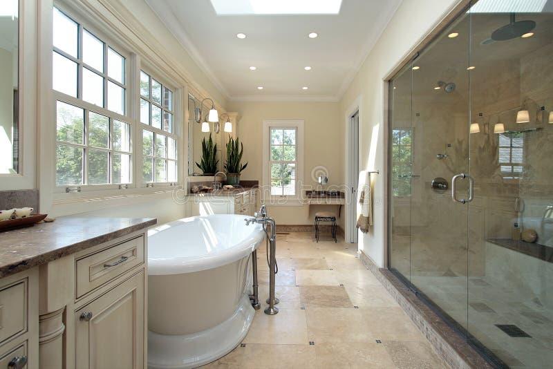 Hoofd badkamers in nieuwe bouwhuis royalty-vrije stock afbeeldingen
