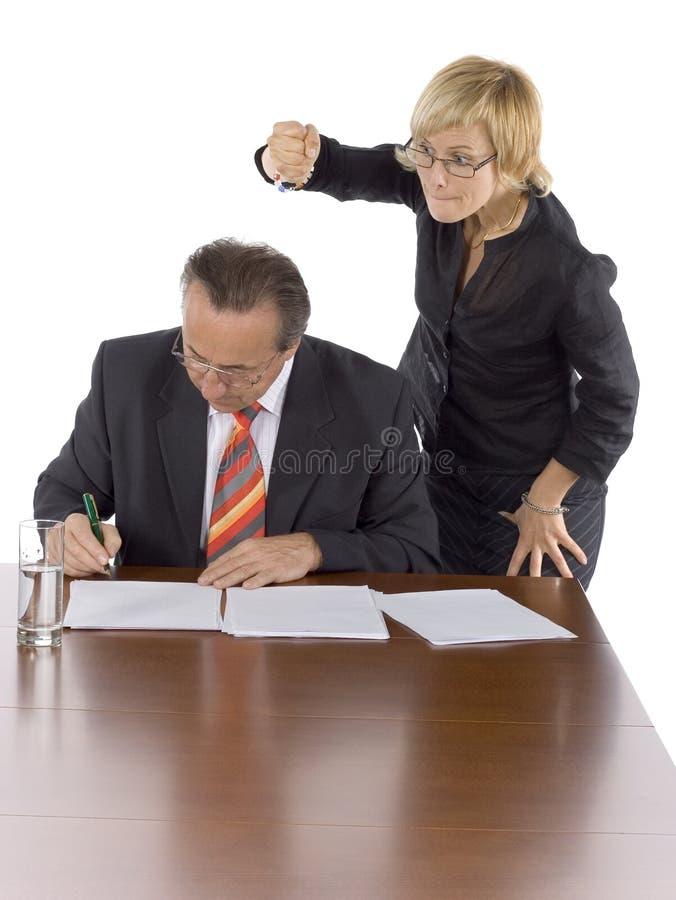 Hoofd en medewerker - dood de werkgever! stock afbeelding