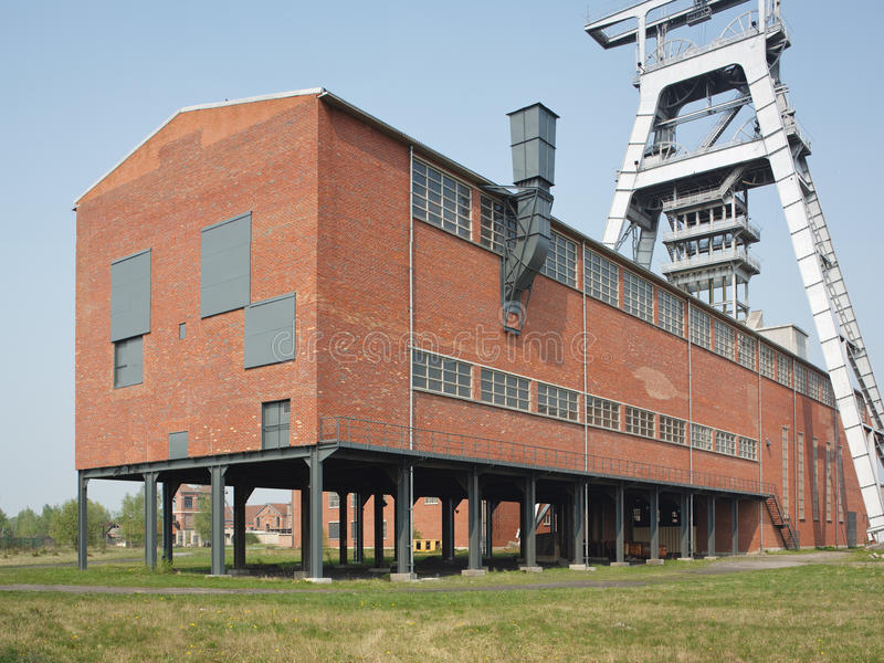 Hoofd-kader en een gebouw in een kolenmijn royalty-vrije stock afbeeldingen