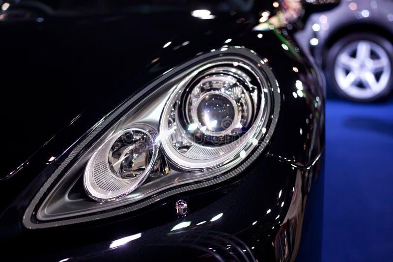 Hoofd lichten van een auto royalty-vrije stock fotografie