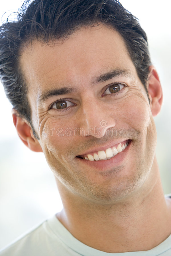 Hoofd schot van mens het glimlachen royalty-vrije stock afbeeldingen