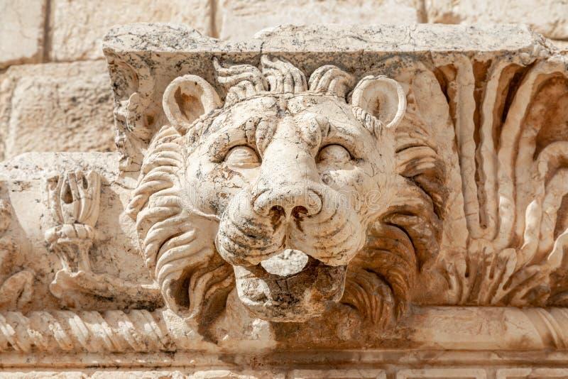 Hoofd van de leeuw, Roman muurornament bij Bacchus-tempel, Bekaa-Vallei, Baalbek, Libanon stock fotografie