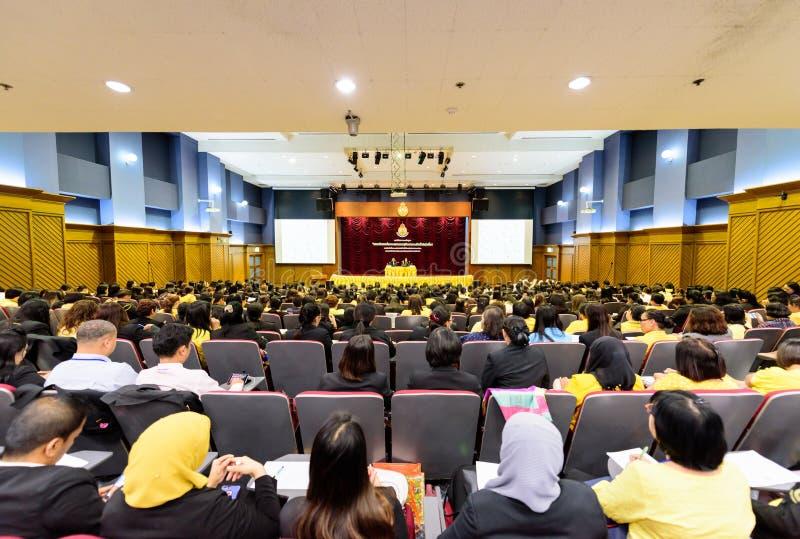 Hoofdartikel: Bangkok Thailand, 3 Mei 2019 De grote vergaderzaal met vele mensen stock foto's