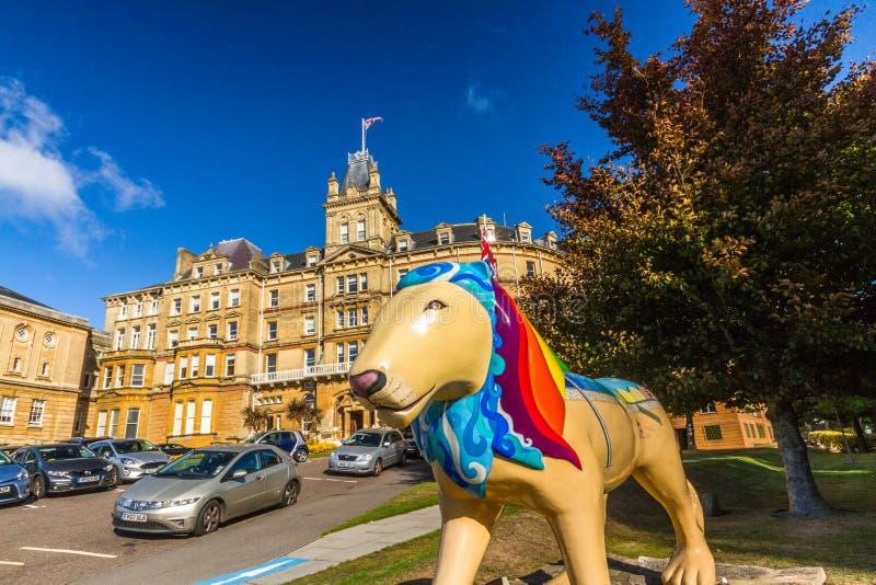Hoofdartikel, het Stadhuis van Bournemouth met Trots van de Leeuw van Bournemouth royalty-vrije stock afbeelding